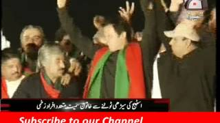 getlinkyoutube.com-Imran Khan Lahore Jalsa Funny Moments The Girl Drop Down From Stairs Fight Between PTI Workers