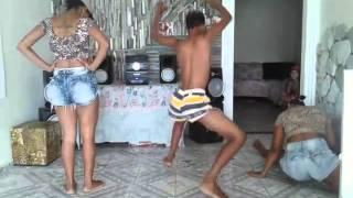 getlinkyoutube.com-Combate das novinhas e o viado disputando quem dança mais