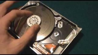 getlinkyoutube.com-Lijadora con un disco duro
