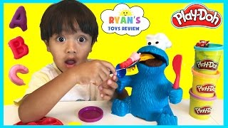 getlinkyoutube.com-PLAY DOH COOKIE MONSTER LETTER LUNCH Cookie Monster EATS PEPPA PIG Disney Cars Learn ABC Alphabet