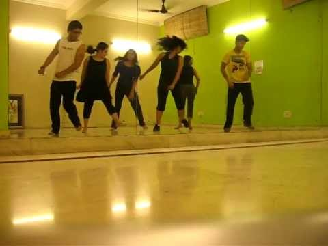 Bollywood Fusion Dance Fitness Routine on 'Switty Switty Switty Tera Pyaar Chaida''