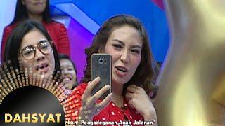 getlinkyoutube.com-Adegan Anak Jalanan Ayu Dewi Sebagai Sutradara [Dahsyat] [23 Mar 2016]