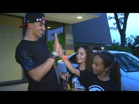 Kyra en Trijntje interviewen Timor Steffens | Junior Dance 2013