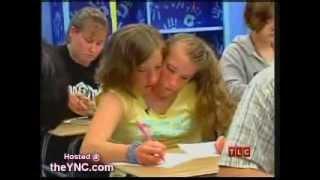 getlinkyoutube.com-Irmãs Siamesas Abigail y Brittany Hensel