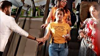 getlinkyoutube.com-Touching Strangers Hands On The Escalator | Prank In India |