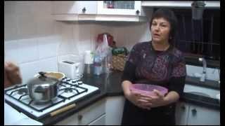 getlinkyoutube.com-מאכלים עיראקים ניחוחות בגדד - גילה לוי מכינה סמבוסק