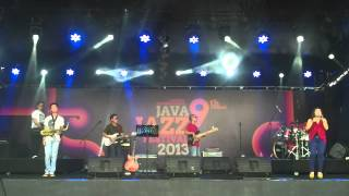 getlinkyoutube.com-ABODA feat. Tesa & Rivan Sax - Pelan Pelan Saja @ Java Jazz 2013 (HD)