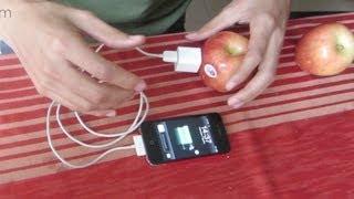 getlinkyoutube.com-Cargando mi celular con fruta (manzanas y melón)