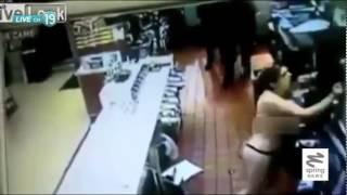 getlinkyoutube.com-หญิงคลั่ง! ไม่ได้ทำออรัลเซ็กส์พังร้านแมคฯ ยับเยิน