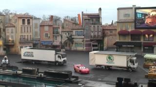 getlinkyoutube.com-Lightning McQueen in Moteurs... Action! Stunt Show Spectacular (HD) | Disneyland Paris