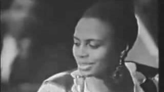getlinkyoutube.com-Miriam Makeba dies Performing Pata Pata in Italy