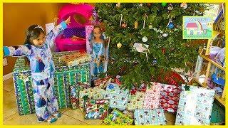 getlinkyoutube.com-Christmas Morning 2016 Opening Presents Surprise Toys My Size Elsa Barbie Disney Princess Ride-On