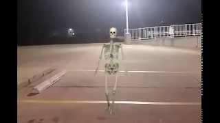 getlinkyoutube.com-Twerking skeleton!! Very funny