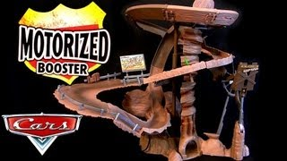 getlinkyoutube.com-Radiator Springs Mountain Challenge Motorized track playset Cars Dirt Track McQueen Diecast Disney