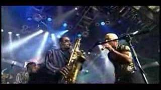 getlinkyoutube.com-Get down on it live - Kool & the Gang