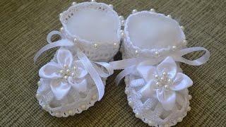 Пинетки с бусинками и цветочком (Booties with beads and flowers)