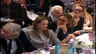 getlinkyoutube.com-Brad Pitt & Angelina Jolie Bid and Kiss at Cinema For Peace Gala