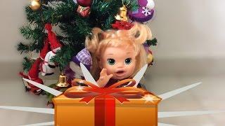 getlinkyoutube.com-Baby Alive Comilona Recebendo Surpresa de Natal