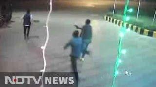 getlinkyoutube.com-Murder at Gurgaon petrol pump caught on CCTV camera