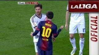 getlinkyoutube.com-Golpecitos de Arbeloa y Alonso a Lionel Messi