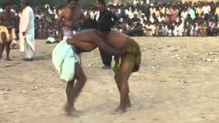 getlinkyoutube.com-Zahid Rajpar reports from Nosheroferoz about Malakhro (traditional sindhi wrestling) samaa tv