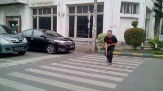 getlinkyoutube.com-Lucu - Cara Sopan Nyeberang Merdeka Walk Medan