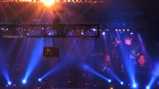 getlinkyoutube.com-霆鋒@ 譚詠麟銀河歲月40載演唱會 〈再見亦是淚〉&〈愛的逃兵〉