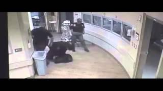 Policía de EU golpea brutalmente a mujer esposada