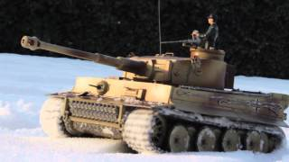 getlinkyoutube.com-1/16 Sherman & Tiger rc battle tank Tamiya in winter snow
