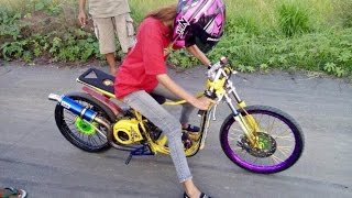 getlinkyoutube.com-Srikandi Balap DRAG BIKE #162 PUTRI CIPRUT