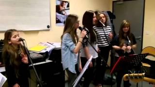 getlinkyoutube.com-Erza chante avec les eleves de l'ecole de musique de Sarralbe