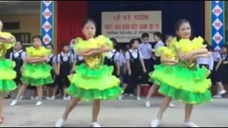 Múa hát Bụi phấn