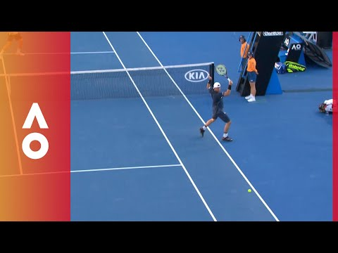 Net post assistance for Istomin | Australian Open 2018