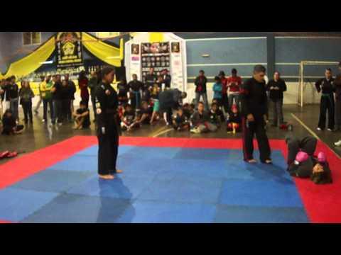Alínee Lutando  Contra Menina de Foz do iguaçu (Hapkido) .