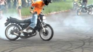 getlinkyoutube.com-INDUBRASIL RD 135 & Titan 99 Manobras De Motos Campo Grande Ms