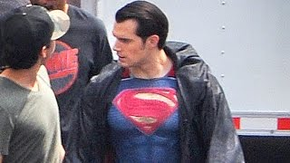 getlinkyoutube.com-New Superman Outfit Spotted On Batman v Superman Set