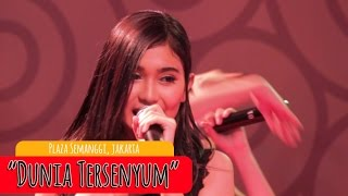 getlinkyoutube.com-Cherrybelle - Dunia Tersenyum [LIVE] at Plaza Semangi