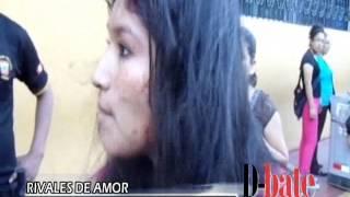 getlinkyoutube.com-Mujer se agarra a golpes con supuesta amante de su marido en plena Plaza de Armas de Piura