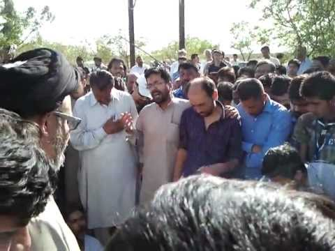Mukhtar Fatehpoori reciting Ustad Sibte Jafar's Kalam at his Funeral (19-03-2013)