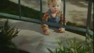 getlinkyoutube.com-Baby's Day Out (1994) Hindi Trailer