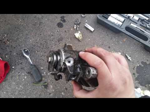 Audi ремонт тормозного штуцера. Сорвал штуцер Audi.