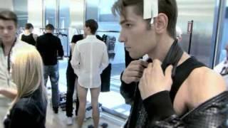 getlinkyoutube.com-Backstage: Dolce & Gabbana Men's Spring/Summer 2010 Show