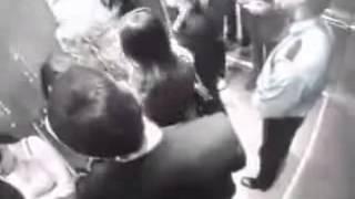 getlinkyoutube.com-У мужика не выдерживают нервы в лифте! Треш)