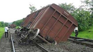 getlinkyoutube.com-Goods Train Accident in India.