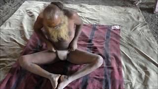 getlinkyoutube.com-Kumbh mela 102 yrs sadhu doing yoga  do watch