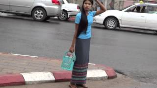 getlinkyoutube.com-Burmese girl uniform ผ้านุ่งสาวพม่า