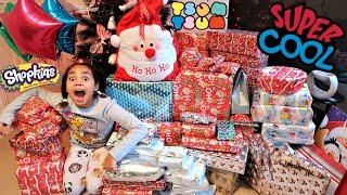 getlinkyoutube.com-Christmas Special Morning 2016 Tiana & Family Opening Presents Surprise Toys - Family Fun Games