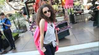 chanel-: Madison Pettis tries on a giant bag!