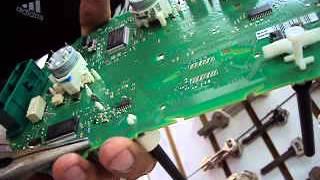 getlinkyoutube.com-AUTO CERRAJERÍA GARCÍA ¿Cómo desarmar el tablero para encontrar el código Jetta A4?