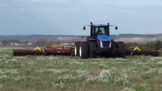 АГРОМАСТЕР Широкозахватный агрегат MEGADISK-18000 с трактором New Holland www.pk-agromaster.ru